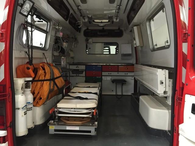 Strażacy zaczęli reanimację 58-latka, a następnie walkę o życie mężczyzny przejęła ekipa karetki pogotowia ratunkowego, która dotarła na miejsce.