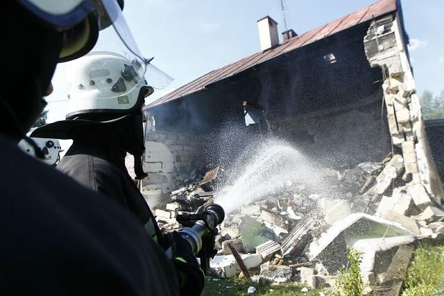 Wybuch był tak potężny – mówią świadkowie - że dom Bronisława uniósł się lekko w powietrze, a potem opadł.