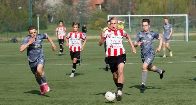 SMS Resovia Rzeszów pokonał Stal Rzeszów 1:0 w derbach makroregionalnej ligi juniorów U-19. Zobaczcie zdjęcia!