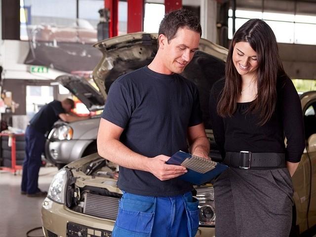 W przypadku braku polisy AC właściciele samochodów spowodowane przez siebie szkody musieliby naprawiać we własnym zakresie. Ile by to kosztowało? Z danych Polskiej Izby Ubezpieczeń wynika, że w 2012 roku z polis AC wypłacono kierowcom 706 tysięcy odszkodowań na łączną kwotę 3,44 mld zł. Oznacza to, że każdy, którego zgłoszenie szkody zostało uznane za zasadne otrzymał od ubezpieczyciela średnio 4.870 zł.