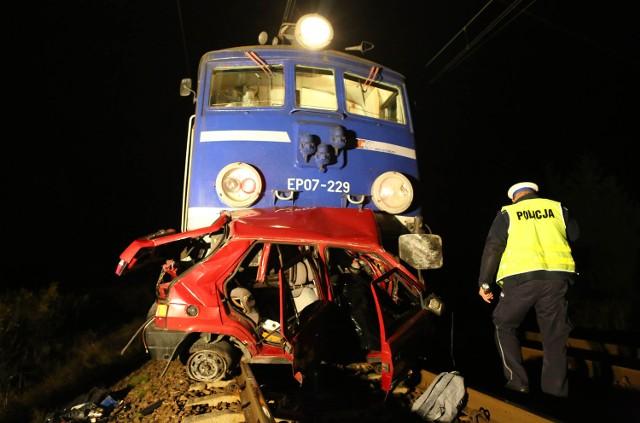 W wypadku pod Piotrkowem Trybunalskim zginął kierowca skody