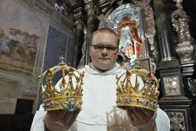 - Dzięki wiernym figury Matki Bożej Bolesnej i Jezusa mają nowe korony - mówi o. Lucjan Sobkowicz, przeor jarosławskich dominikanów.