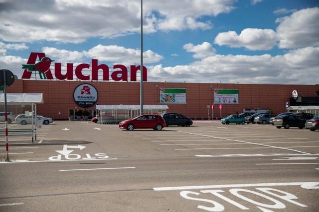 Czytelniczka poinformowała nas, że Auchan wypłacił swoim pracownikom 500 zł premii. Za miesiąc marzec.