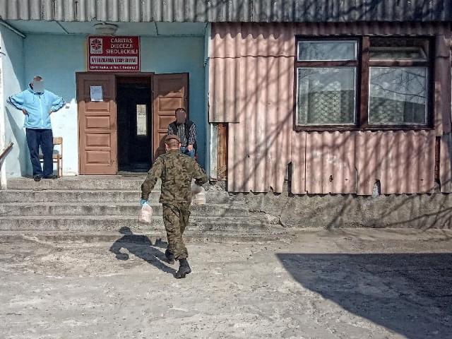 W działania epidemiologiczne zaangażowanych jest już prawie 200 terytorialsów z 5 Mazowieckiej Brygady Obrony Terytorialnej.