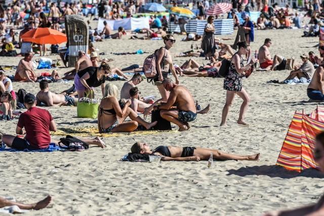 Na trójmiejskich plażach w weekend 1-2.08.2020 r. było trochę lepiej niż we Władysławowie, ale też było tłoczno