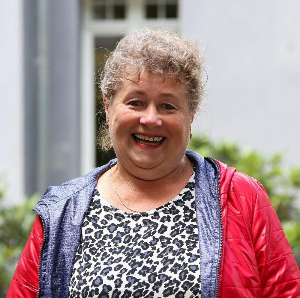 Halina z Sanatorium Miłości popłakała się podczas rozmowy z Martą Manowską. Halina mówi o swym życiu w Pabianicach 25.07.2021   Tygodnik Ostrołęcki