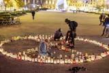 Poznań: Niezwykła instalacja ze zniczy na placu Wolności. Protestują przeciw niszczeniu planety