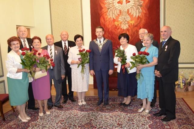 W niedzielę, 24 czerwca, wiceprezydent Jarosław Chęcielewski wręczył medale za długotrwałe pożycie małżeńskie sześciu parom, które przeżyły 50 lat. Medale zostały przyznane przez prezydenta RP.