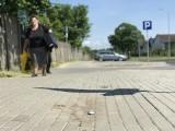 Zapada się nowy chodnik przy ulicy Legionów Polskich w Słupsku. Mieszkańcy proszą o interwencję