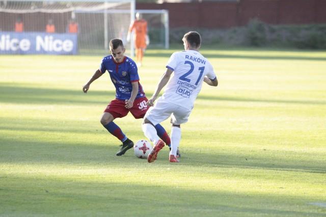 Młodzieżowiec Filip Żagiel (z lewej) bez kompleksów wszedł do składu Odry i wyróżniał się w dwóch ostatnich meczach.