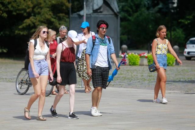 Z danych GUS podsumowujących drugi kwartał 2020 roku wynika, że w tym okresie grono bezrobotnych w wieku do 30 lat powiększyło się o 40 tys. osób. To aż jedna trzecia całego wzrostu w Polsce.