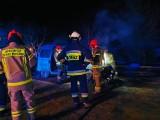 Pożar samochodu w miejscowości Leńce. W nocy spłonął fiat (zdjęcia)