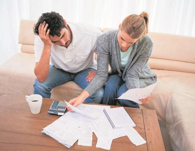 Niezapłacony rachunek za czynsz przypomni o sobie wcześniej czy później. Zalegając z opłatami czynszowymi, możemy mieć problem z tym, by podpisać umowę abonamentową na telefon