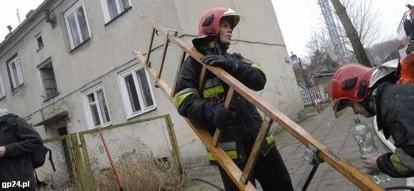 Strażacy na miejscu zdarzenia.