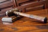 34 zarzuty dla byłego wójta gminy Piekoszów. Rusza proces