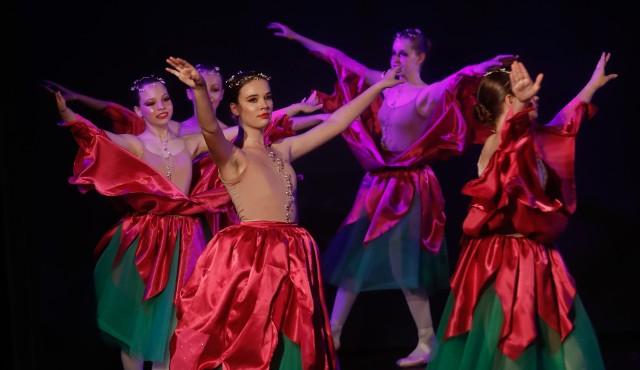 Uczniowie Studia Baletowego im. Laili Arifuliny w Rzeszowie uczcili zakończenie roku wyjątkowym koncertem.