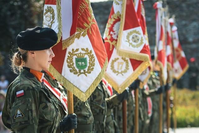 Najważniejsza część obchodów święta 11 Lubuskiej Dywizji Kawalerii Pancernej (11LDKPanc) miała miejsce w sobotę 12 września br. Tego dnia, na Placu Generała Maczka w Żaganiu, w jednym szeregu stanęli żołnierze wszystkich jednostek Czarnej Dywizji oraz pododdziały sojusznicze z Niemiec i USA, aby wspólnie celebrować święto jedynego pancernego związku taktycznego w Polsce.