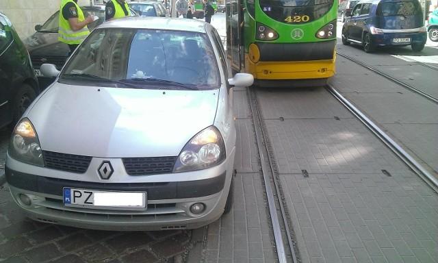 MPK Poznań: Tramwaj znów zablokowany przez samochód