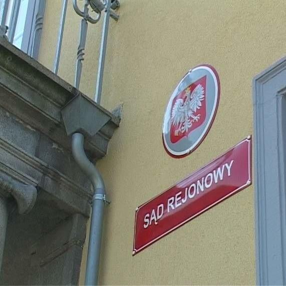 To w budynku Sądu Rejonowego w Strzelcach Opolskich doszło do przepychanek między Marciniakiem a Stanisławiszynem.