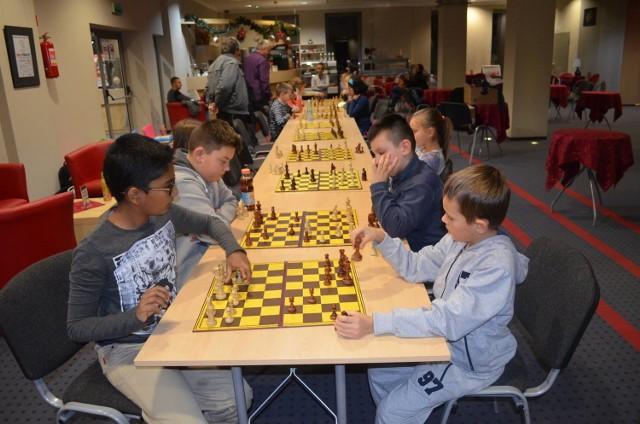Młodych i zdolnych szachistów w naszym mieście jest coraz więcej.