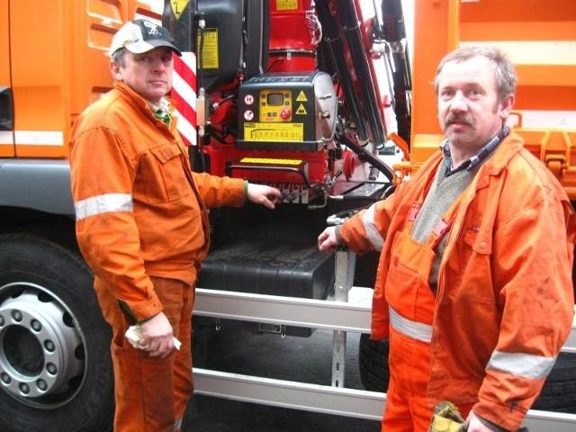 - Jesteśmy przygotowani do przewożenia segregowanych śmieci - mówią pracownicy Pekomu Aleksander Jaszczak i Mieczysław Trzeciak.