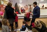 Poznań: Dekorowali pierniki i rozdawali worki ze świąteczną atmosferą [ZDJĘCIA]