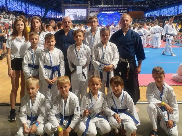 W Kluczborskim Klubie Karate rozwijają się zawodniczki i zawodnicy w bardzo różnym wieku.