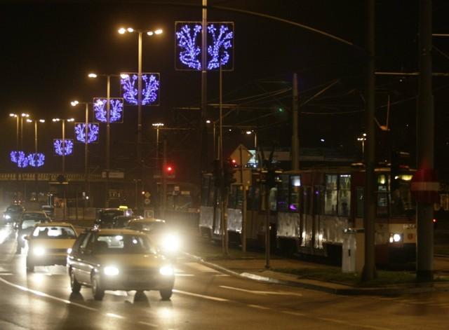 Miasta przybierają co roku świąteczny charakter. Na zdjęciu: świąteczna iluminacja Gdańska.