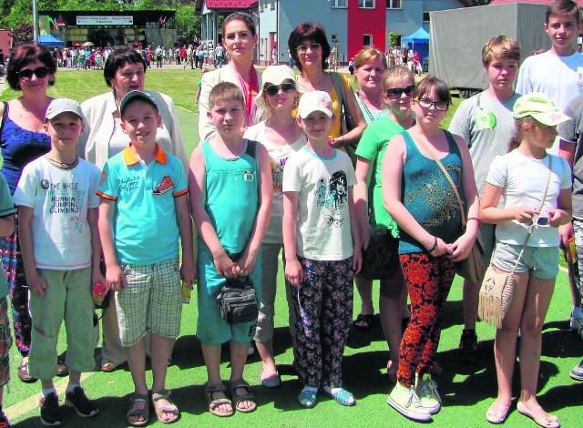 Maria Sulima (druga z lewej w drugim rzędzie) i goście z Białorusi