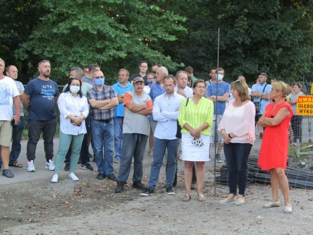Mieszkańcy Ostrowa koło Przemyśla protestują przeciw budowie w ich miejscowości masztu telekomunikacyjnego.