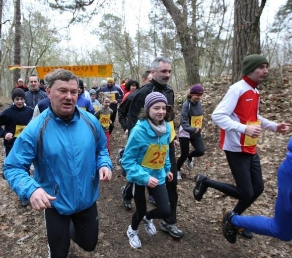 To miejsce idealnie wręcz nadaje się na ścieżkę zdrowia. Na zdjęciu uczestnicy jednego z ostatnich biegów Joggingu, zorganizowanego w lesie, gdzie ma powstać ścieżka.