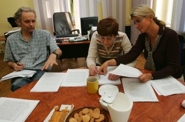 Komisja konkursowa podczas sprawdzania waszych prac (od lewej: Paweł Bartnik, Danuta Dąbrowska, Bogna Skarul).