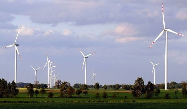 W woj. łódzkiem jest jedna elektrownia wiatrowa PGE. Na górze Kamieńsk od 2007 roku prąd wytwarza 15 wiatraków