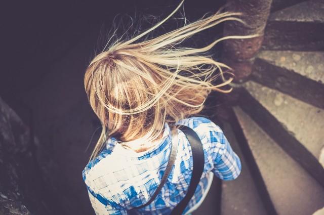 W dalszej części galerii zobacz fryzury damskie, które odmładzają. Tak powinno się czesać, aby wyglądać młodziej!