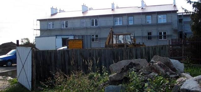 Budowa bloku socjalnego w Gorzycach dobiega końca. Pierwsi powodzianie wprowadzą się już w październiku.