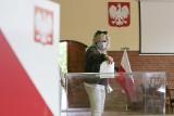 Nieoficjalne wyniki głosowania w wyborach burmistrza Ustki. Jacek Maniszewski zdobył najwięcej głosów