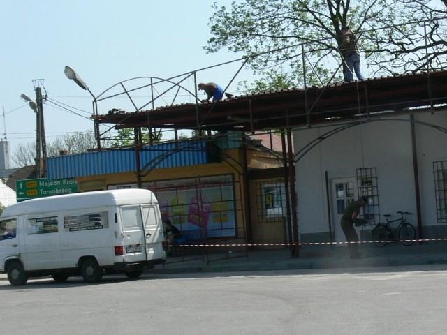 Na budynku dworca autobusowego w Baranowie Sandomierskim pojawi się nowe zadaszenie.
