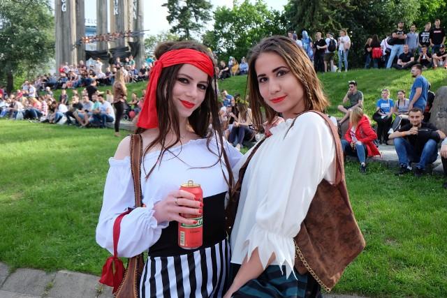 Parada studentów rozpoczynająca juwenalia 2019 w Białymstoku nie mogła odbyć się bez zjawiskowych dziewczyn