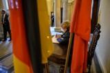 Wrocławianie żegnają Adama Wójcika. Księga kondolencyjna w ratuszu