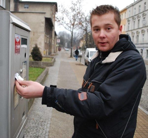 - To niewiarygodne, że przez tyle lat ratusz nie zajął się rozwiązaniem problemu bezprawnych opłat.  Sprawę trzeba wyjaśnić jak najszybciej - twierdzi Andrzej Kozłowski, jeden z opolskich kierowców.