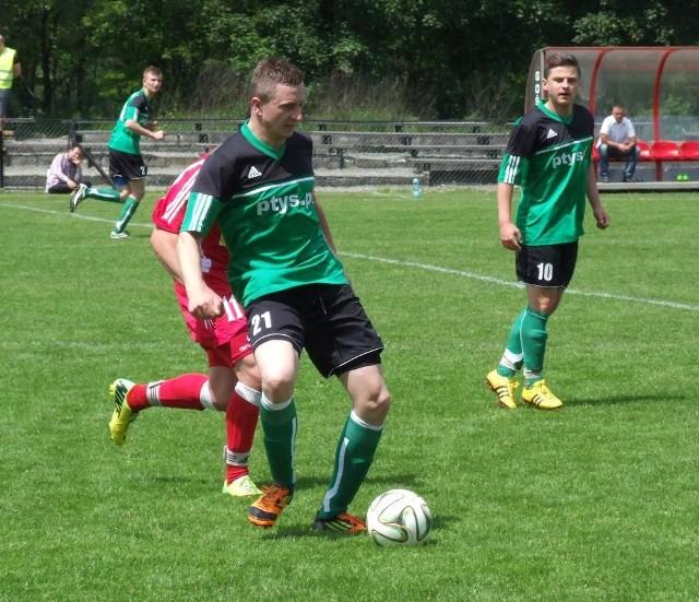 Bartosz Chylaszek (przy piłce) odchodzi z Chełmka po kilku latach występów w jego pierwszej drużynie.