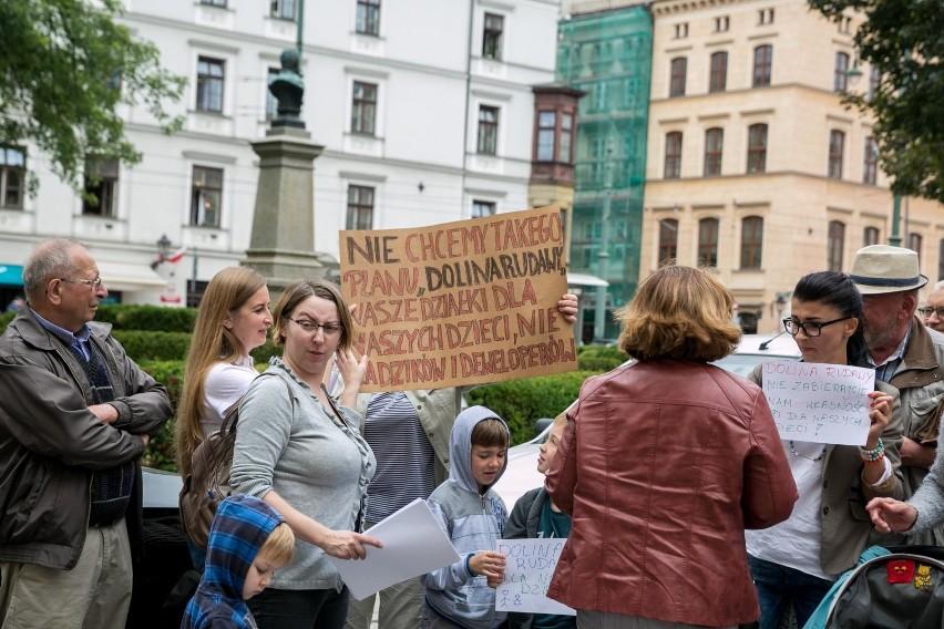 Protesty w sprawie wielkiego planu dla zieleni