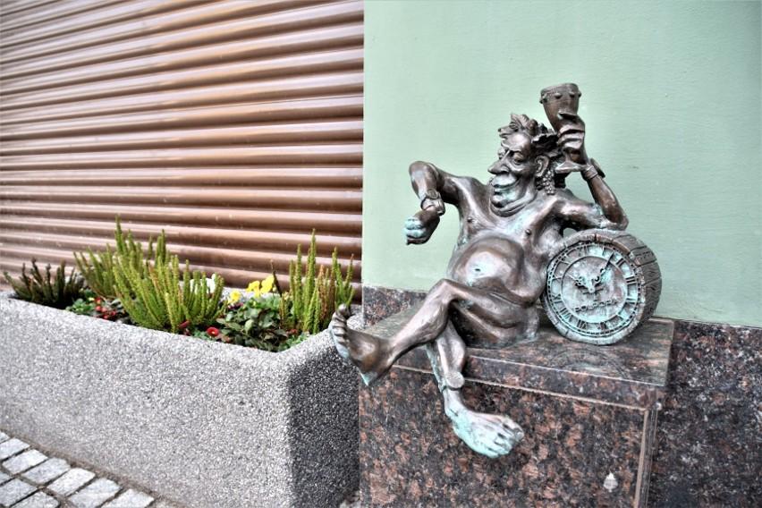 Na ulicach Winnego Grodu siedzi, biega, jeździ, wspina się...