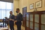 Poseł Wojciech Król (KO) złożył skargę do Marszałek Sejmu na marszałka województwa śląskiego. Chodzi m.in o sprawę umowy Bańki