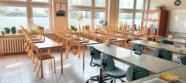 """Kiedy powrót dzieci do szkół i przedszkoli? Minister Przemysław Czarnek podaje datę. """"Kluczowe będą dane ze środy i czwartku"""""""
