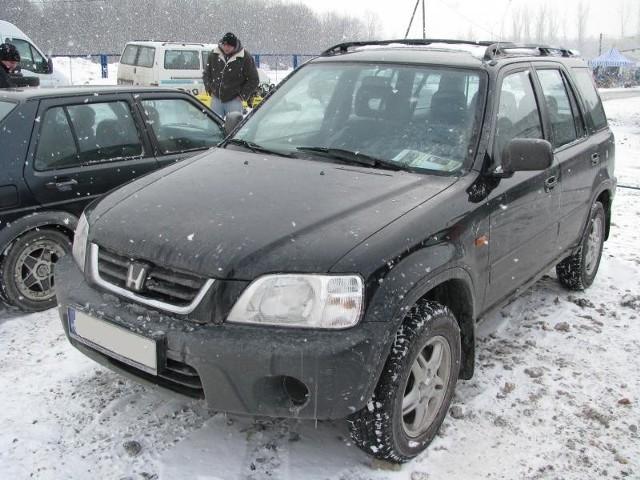 1. Honda CR-VSilnik 2,0 benzyna, przebieg 117000 km. Rok produkcji 2000. Wyposazenie: poduszki powietrzne, elektrycznie sterowane szyby, radioodtwarzacz, klimatyzacja, alufelgi. Cena 25000 zl.