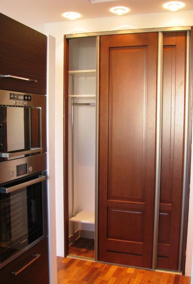 System drzwi przesuwnychDrzwi przesuwne, w przeciwieństwie do klasycznych, nie zabierają dodatkowej przestrzeni