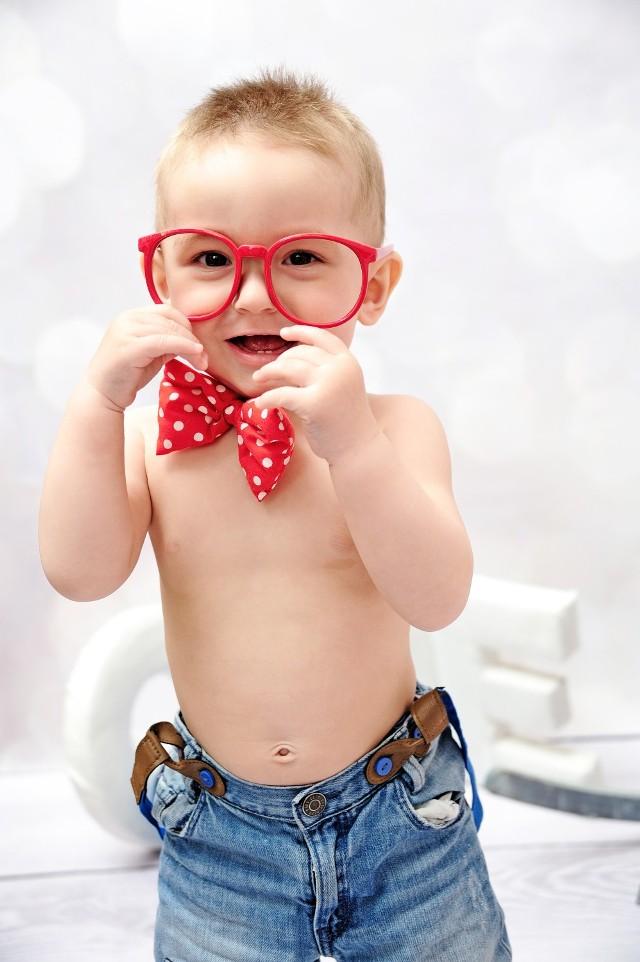 Antoni Cieślik, 15 miesięcy, Nowa Sól. SMS o treści MONS.60 na nr 72355. Antek jest bardzo energicznym i ciekawym świata maluszkiem. Uwielbiam zabawę w wodzie oraz piasku. Bardzo lubi pociągi i auta. Na obiadek chętnie zjada warzywka.