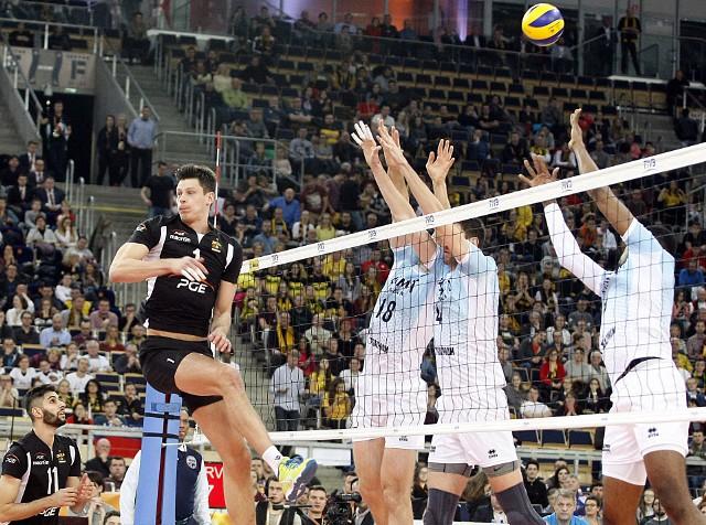 Z potrójnym blokiem siatkarzy Zenitu musiał sobie radzić Srecko Lisinac. Przed nami kolejne duże siatkarski wydarzenie w Atlas Arenie – Liga Mistrzów: PGESkra Bełchatów – Dynamo Moskwa