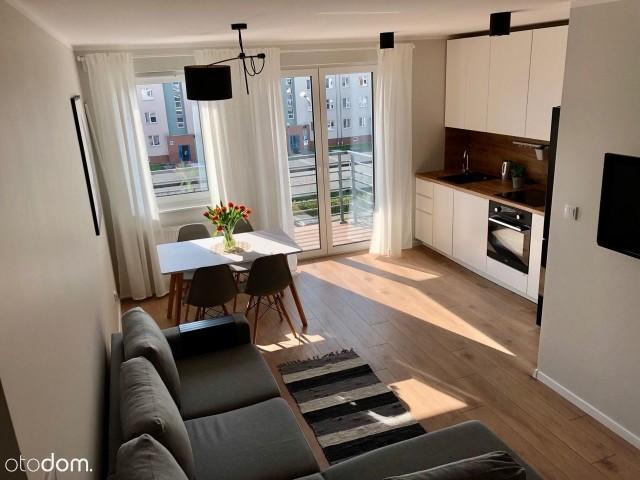 WŁOCŁAWEK.Mieszkanie dwupokojowe na osiedlu zamkniętym.Powierzchnia: 36 m kw. Oplata za wynajem: 1 600 zł, dodatkowo czynsz 200 zł.Kaucja: 2 500 zł.https://www.otodom.pl/pl/oferta/nowe-atrakcyjne-mieszkanie-celulozowa-z-m-postojow-ID48as1.html#f2b8f6e990